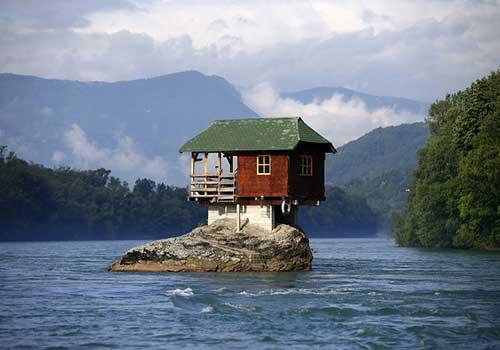 خانه روی صخره