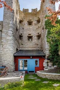 خانهای در قلب دیوار قرون وسطایی
