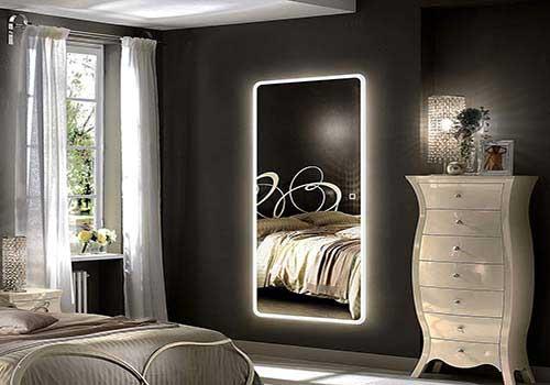 آیینه در اتاق خواب کوچک