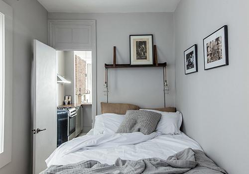 تخت گوشه اتاق