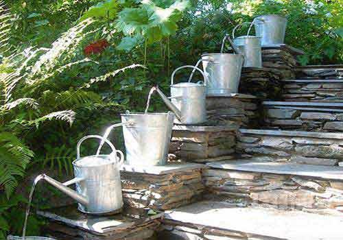 آب نما روی پلکان