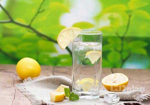 آب به همراه لیمو