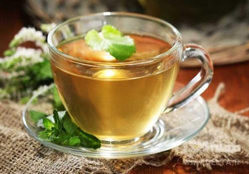 چای بادرنگبویه برای درمان استرس و اضطراب