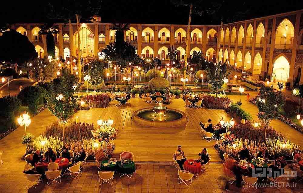 حیاط زیبای هتل عباسی