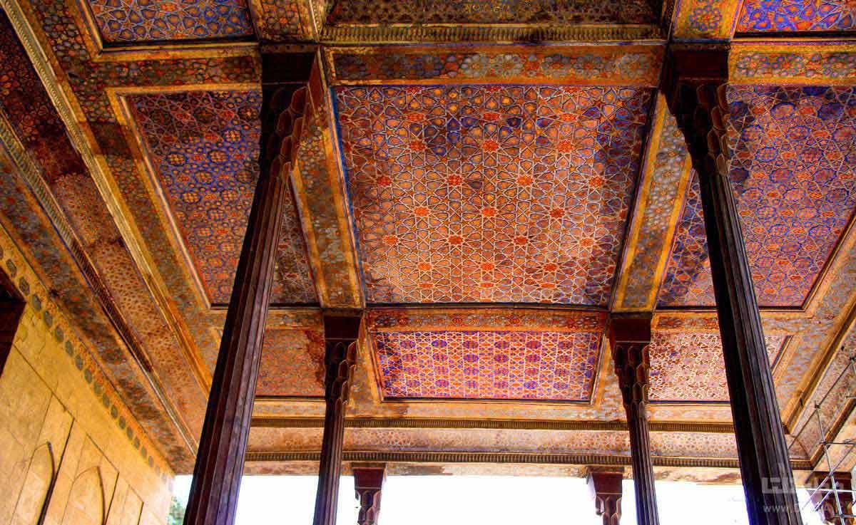 ایوان کاخ چهل ستون
