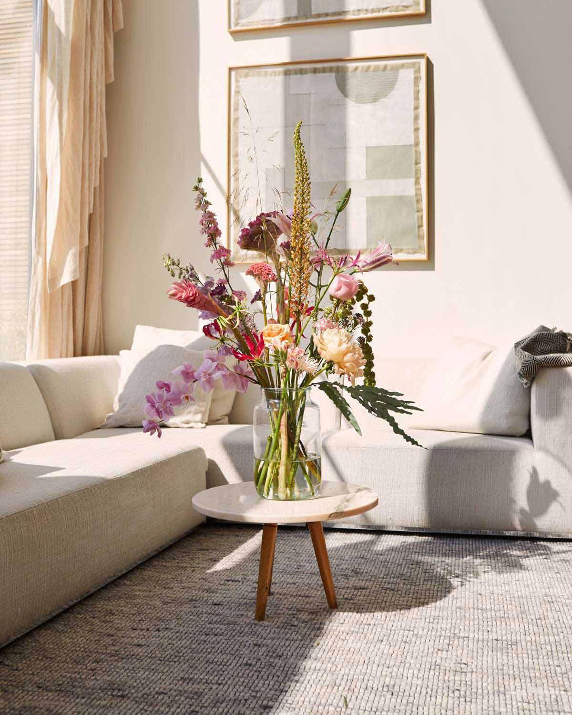 گل مصنوعی برای تزیین دکوراسیون پذیرایی