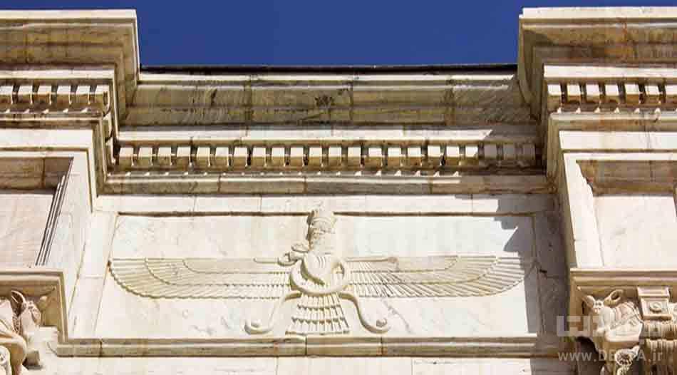 بنای مزار با شاخصه های هخامنشی