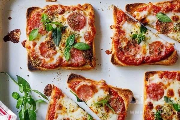 پيتزا با نان تست