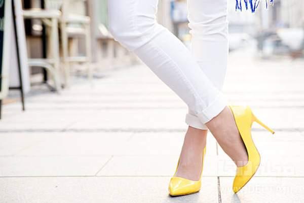 ست کردن کفش پاشنه بلند رنگی