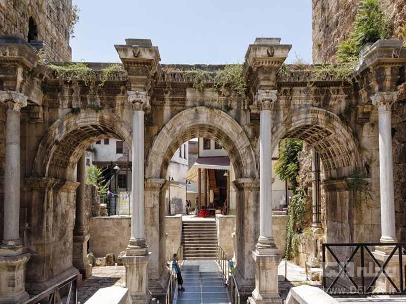 دروازه هادریان آنتالیا