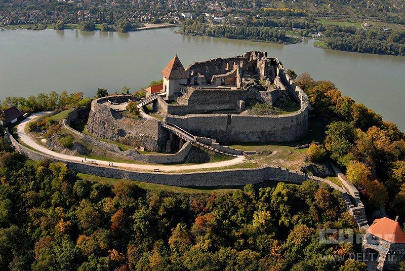 قلعه ویشگرد جاذبه های گردشگری مجارستان