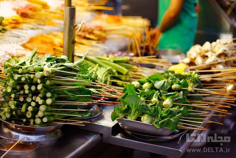 ناهار در یکی از خیابان های معروف دانستنی های سفر به کوالالامپور