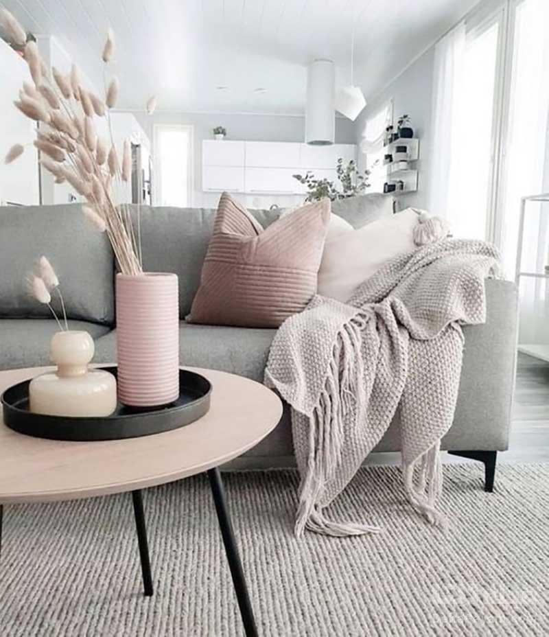 شال روی مبلی