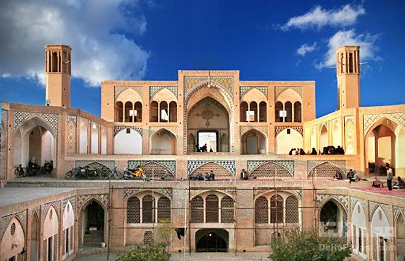 جاذبه هاي تاريخي كاشان مسجد و مدرسه آقابزرگ