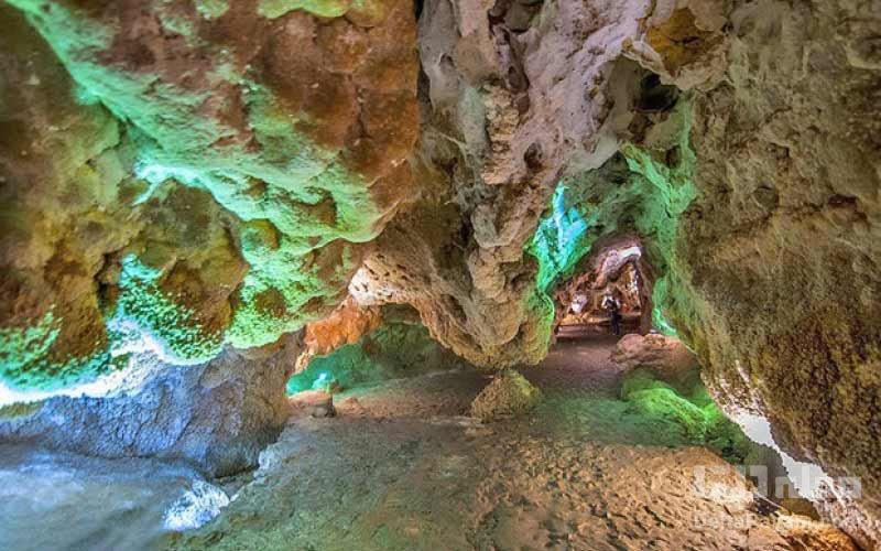غار چال نخجیر غار آهکی زنده