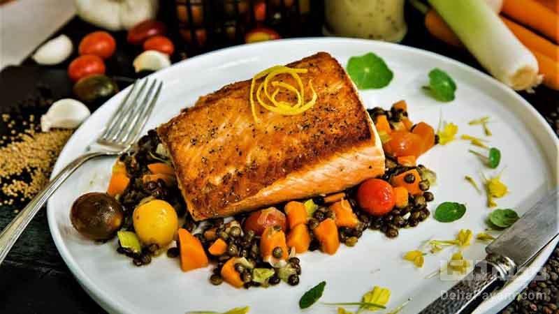 طرز تهیه ماهی سالمون با عدس و تره فرنگی