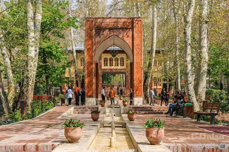 بازدید از باغ ایرانی در تهرانگردی در بهار