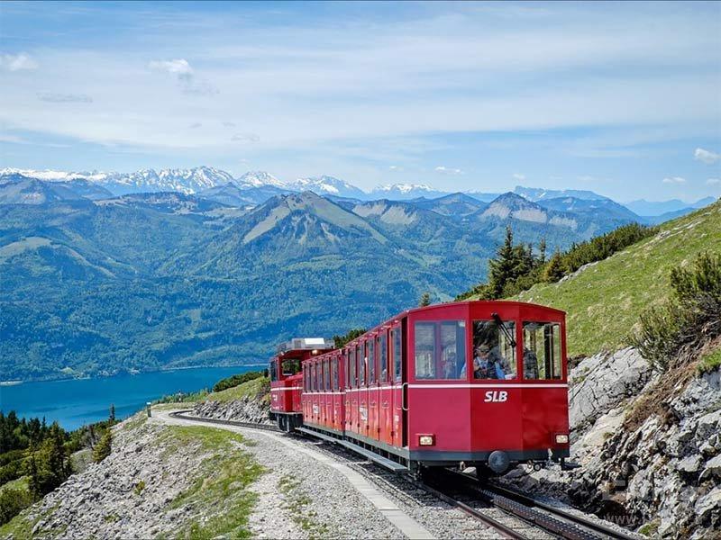 قطار برای رسیدن به هتل شافبرگ اشپیتزه