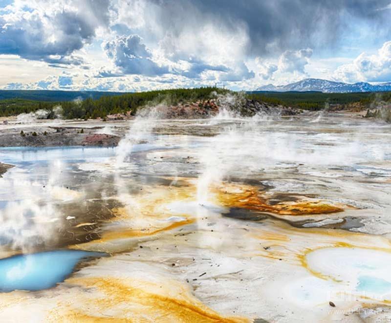 حوضچه آب گرم نوریس در پارک ملی یلواستون