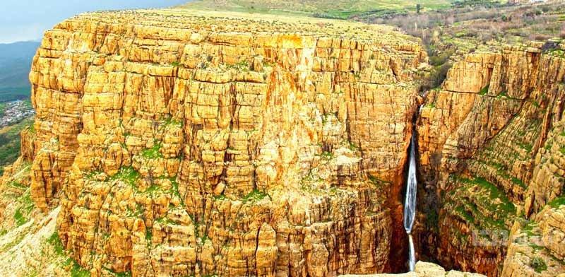 آبشار پیران از دیدنی ها در سفر به دالاهو