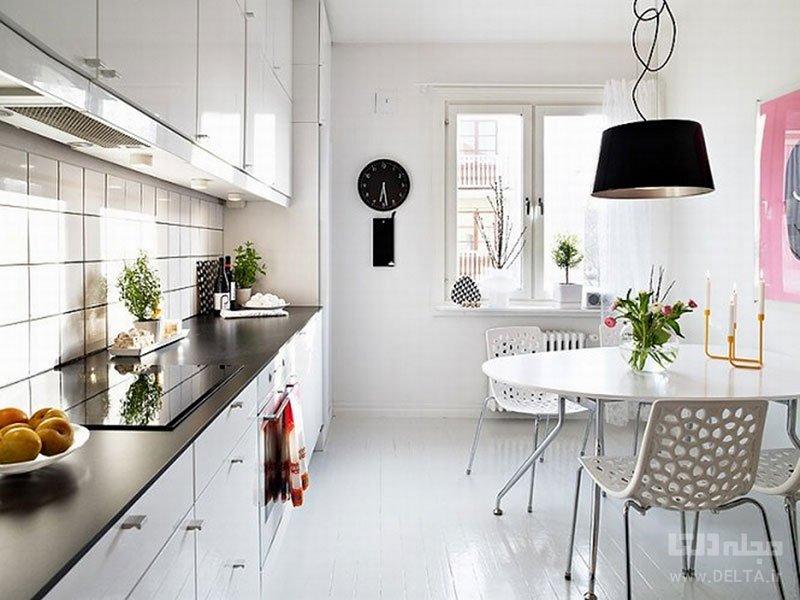 میز کافهای و صندلیهای نامرئی در آشپزخانه