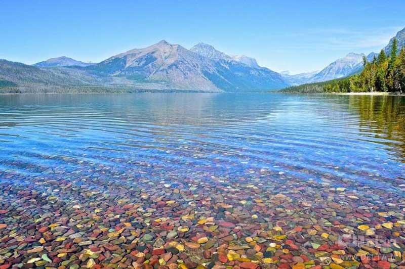 دریاچه رنگین کمانی